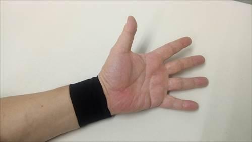 手首へのキネシオテーピング